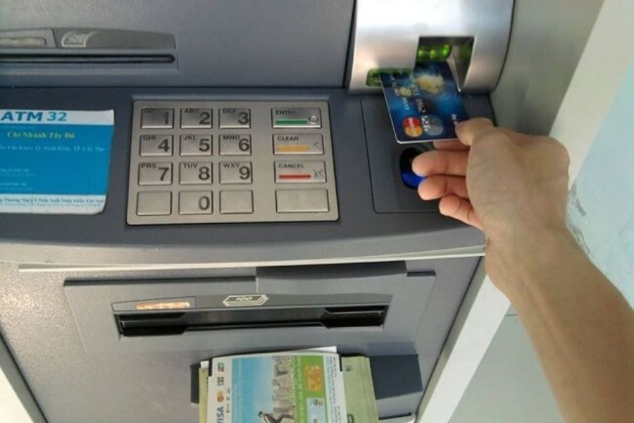 Các bước xử lý khi cây ATM nuốt thẻ của bạn